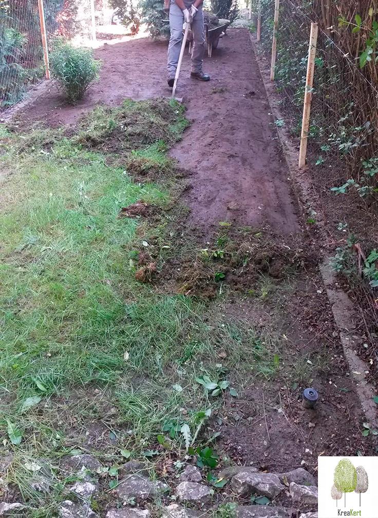 Régi gyomos fű eltávolítása